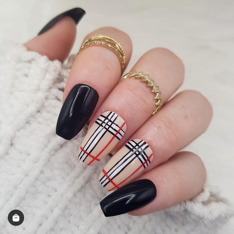 Elegant Burberry style nails