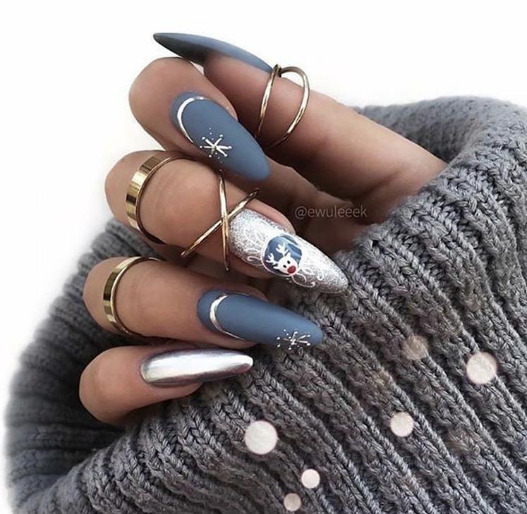 Glam festive winter nails design