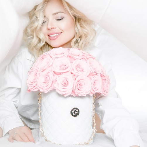 Long Lasting Pink Preserved Roses in Luxury Designer Hat Box, Real Flowers that last 1 year, Bouquet Birthday gift, Engagement Gift for Her
