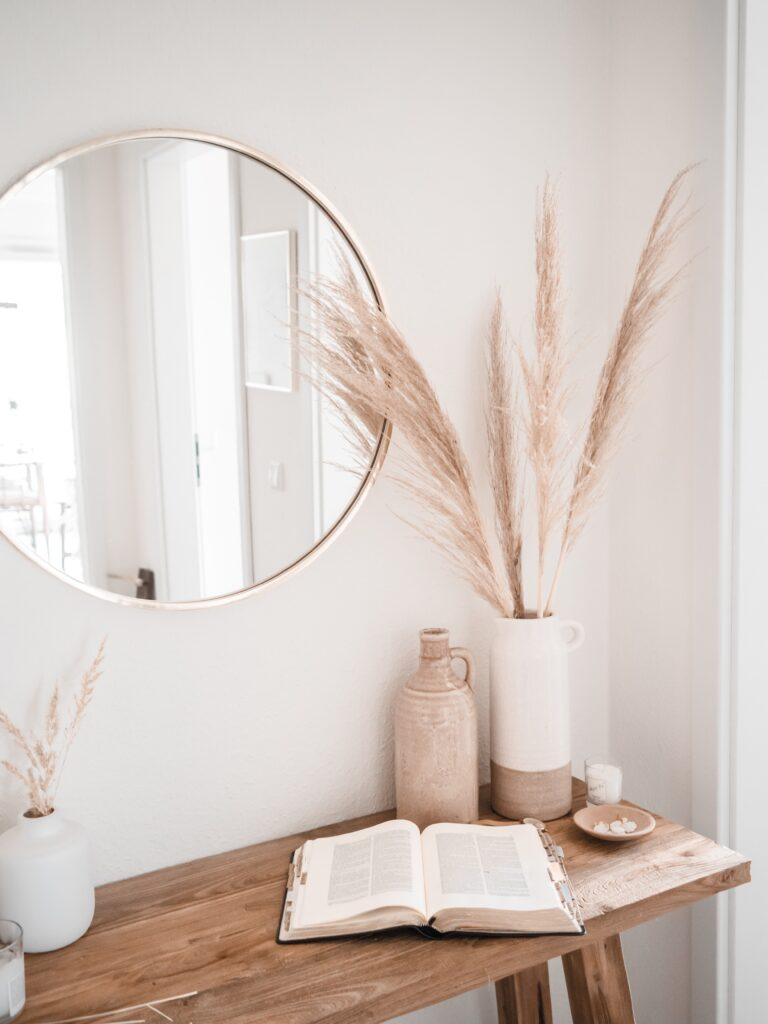 Pampas grass looks fabulous even in a farmhouse