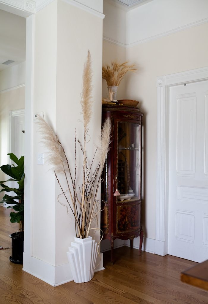 Pampas grass looks great in the hallway too. dried pampas grass in vase