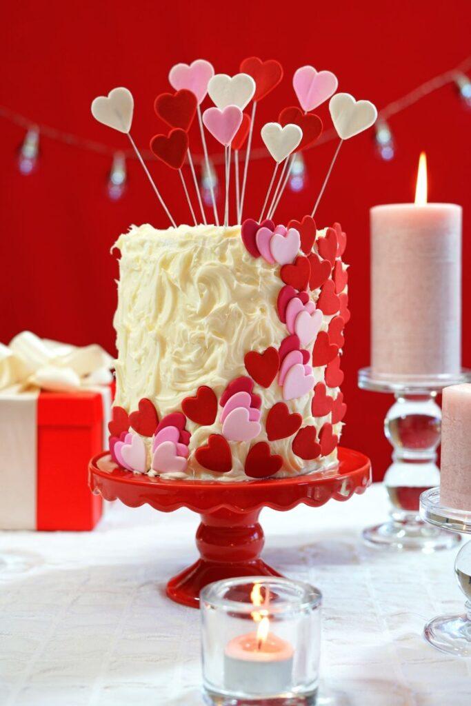 Sophisticated mascarpone cake decorating for Valentines day