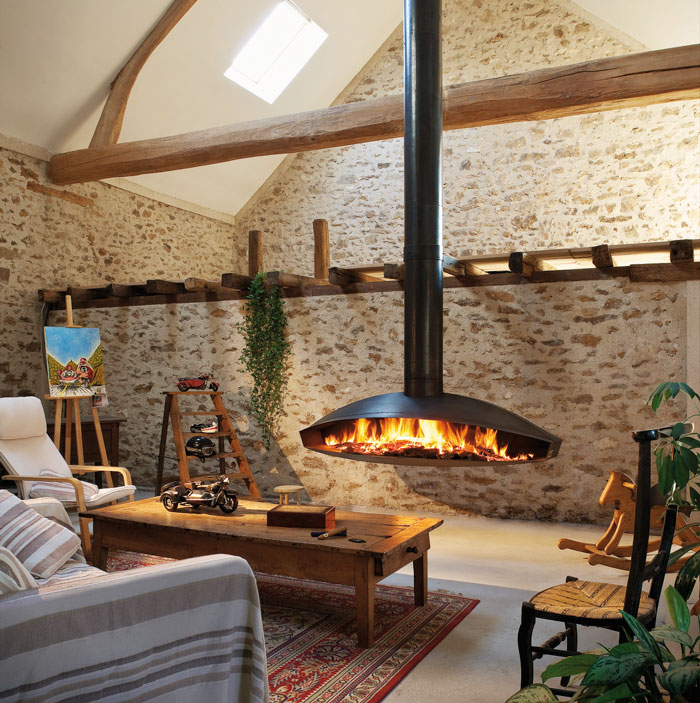 Stunning cabin with modern  fireplace