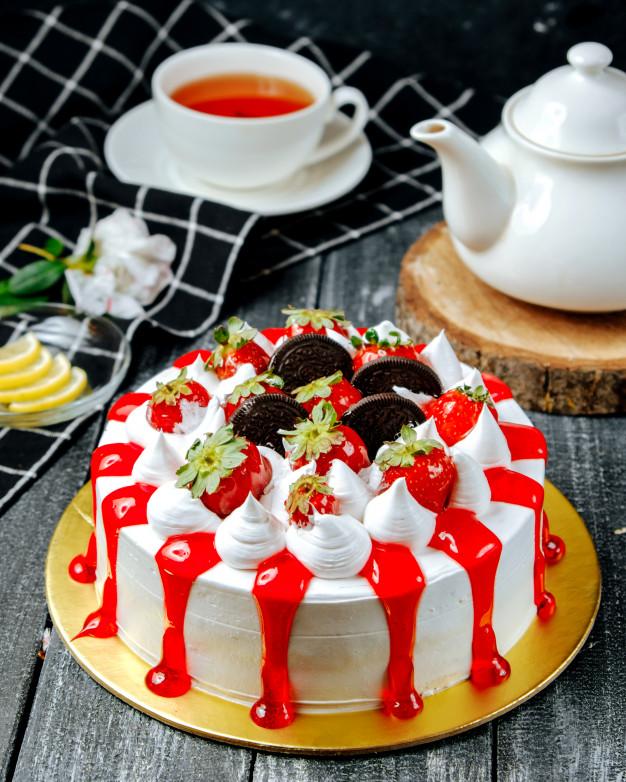 Valentine's Day cake with cream oreo and strawberry