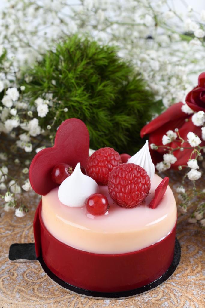 Valentines Day elegant cake decorating inspiration