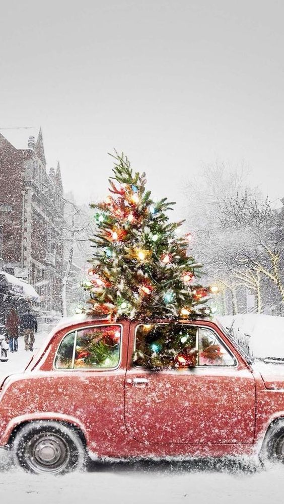 Vintage car and Christmas tree wallpaper