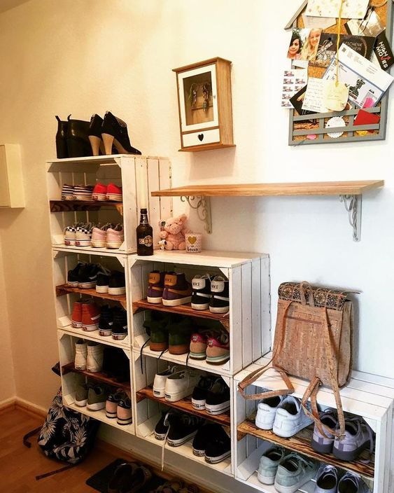 Wine crates wall shelf for entry way