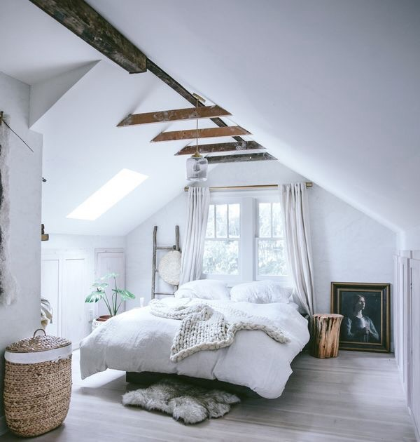 Light, easy, and breezy bedroom decor idea