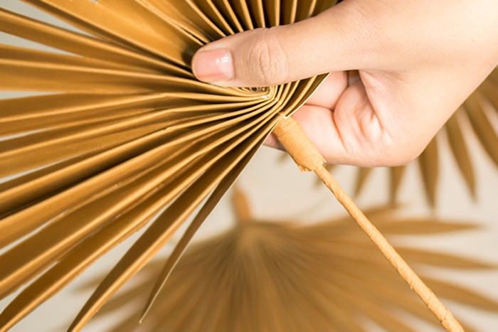 seal the handle of the palm leaf