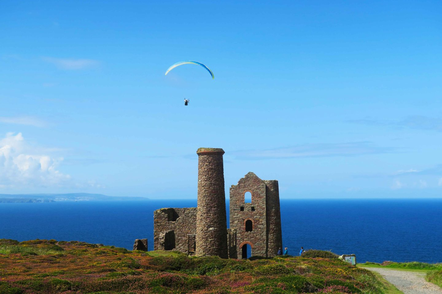 paraglider over wheal coates tin mine in cornwall