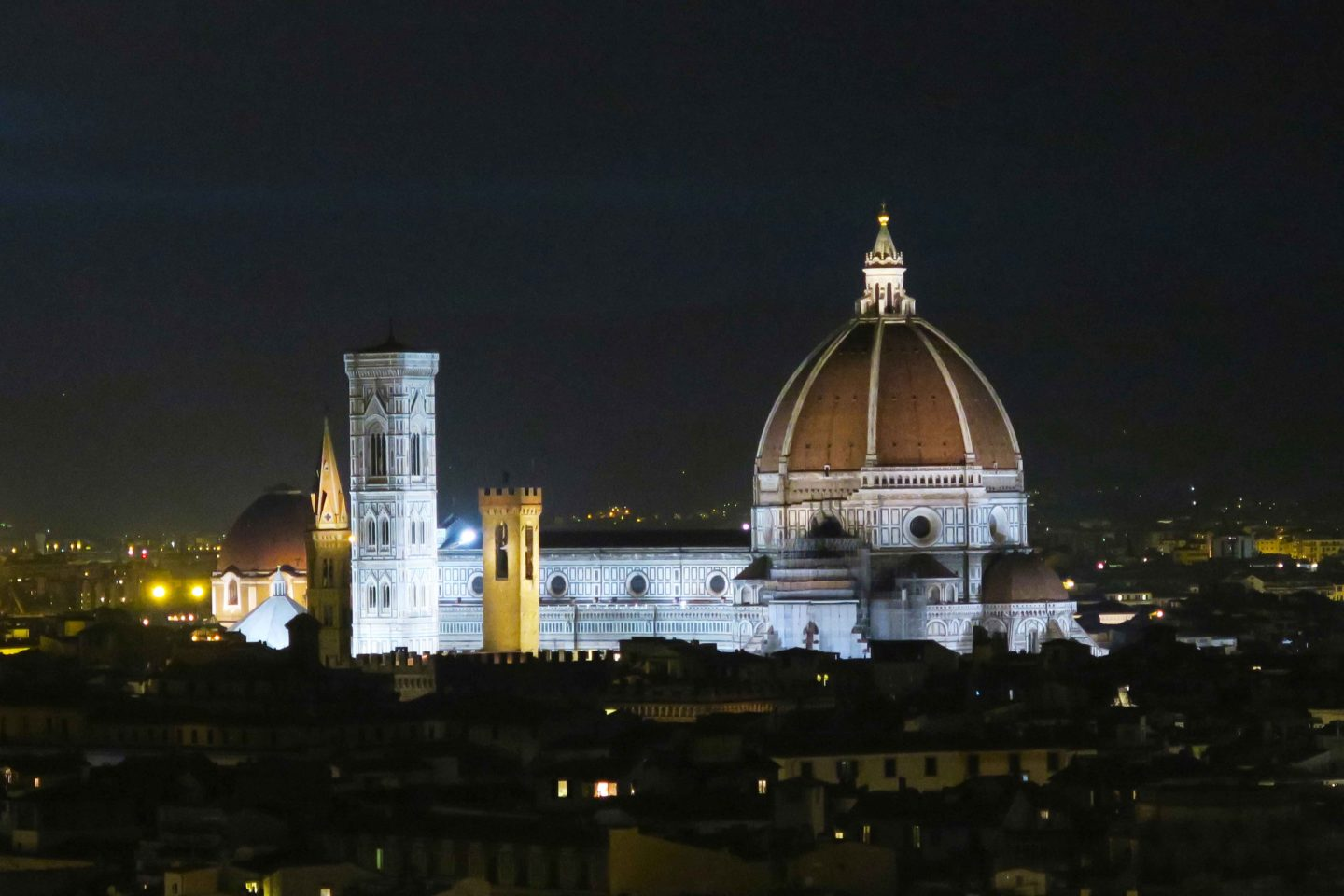 cattedrale di santa maria del fiore lit up at night