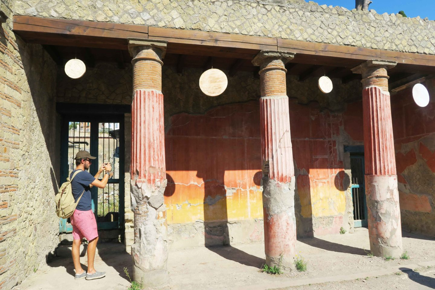 herculaneum red pillars of building