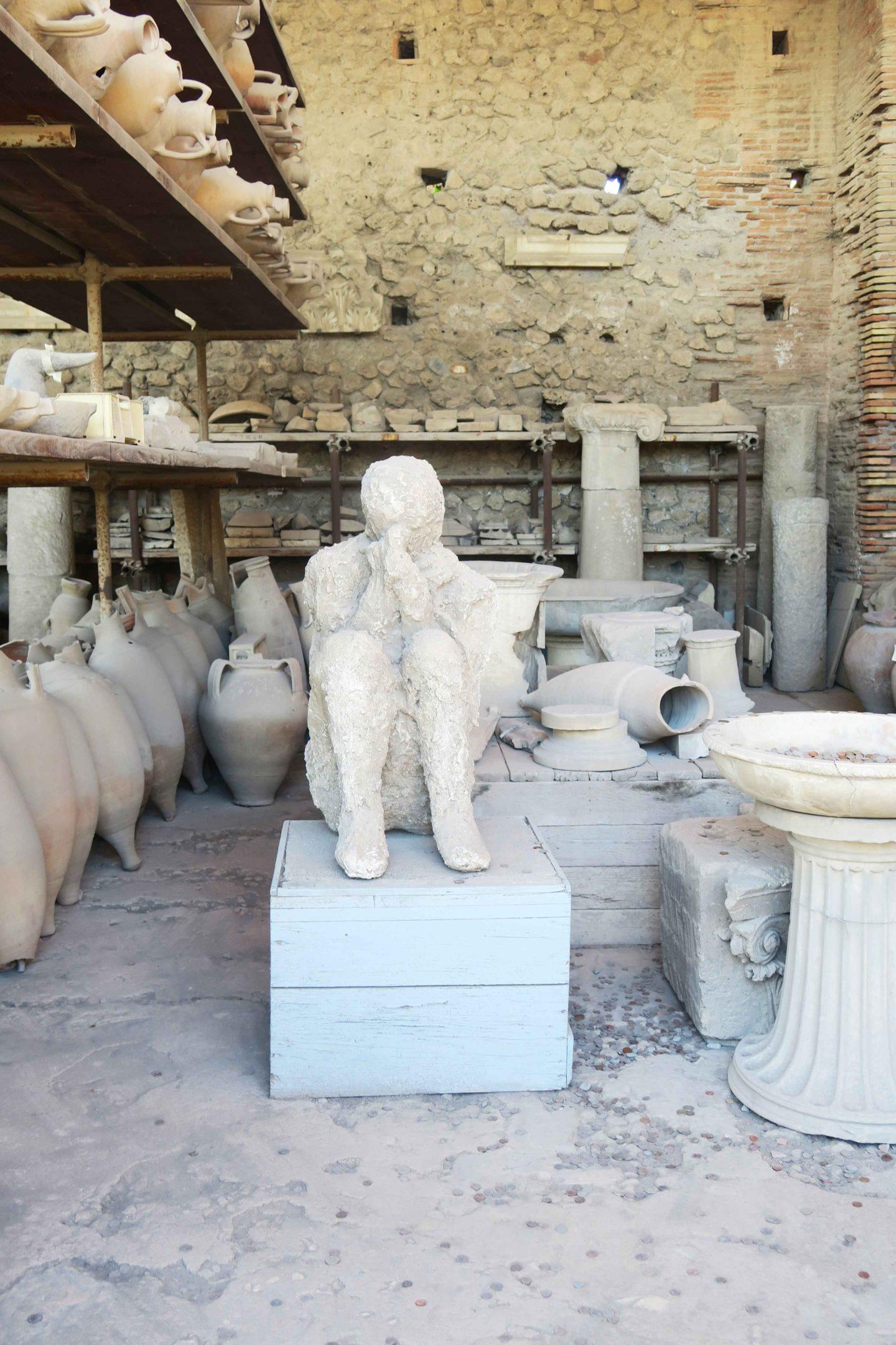 pompeii mummified body crouched