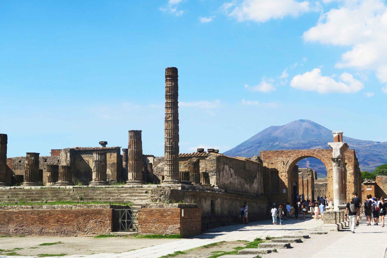 pompeii ruins with mount vesuvius in the background