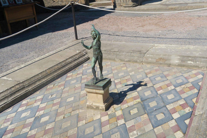 pompeii small statue