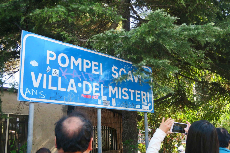 pompeii train sign