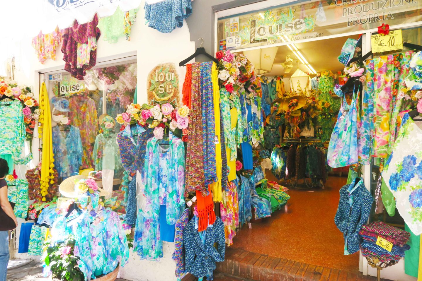 positano colourful clothing shop un the town