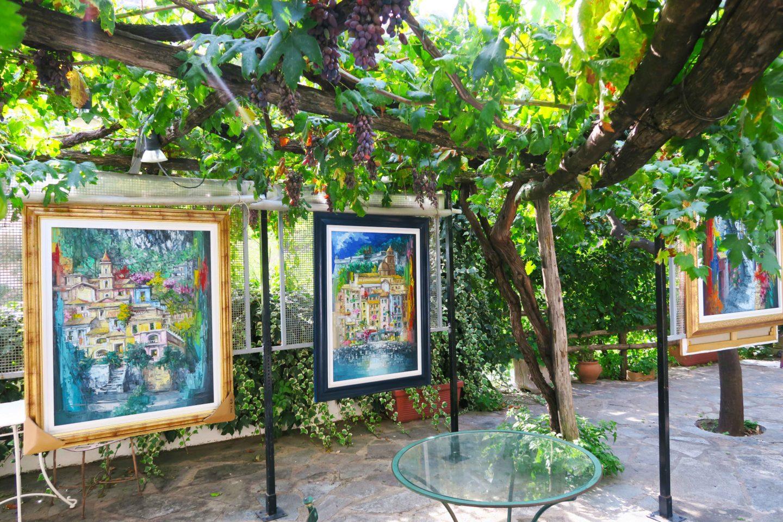 positano outside art gallery on the amalfi coast