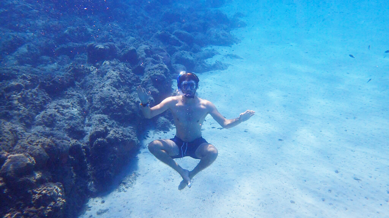 meditating-snorkeller-man-underwater