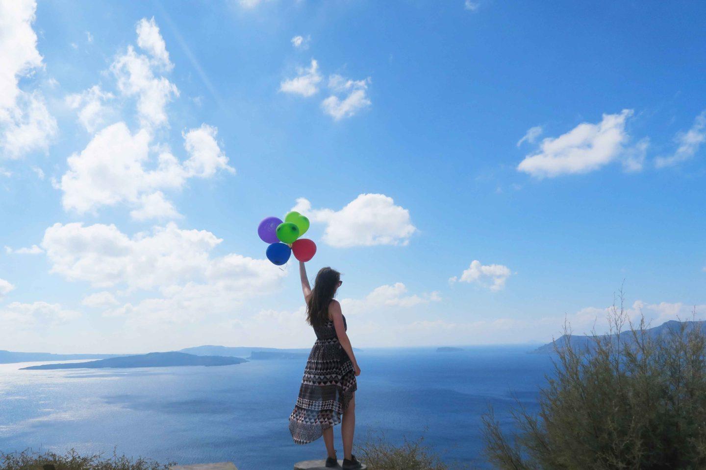 santorini balloons girl