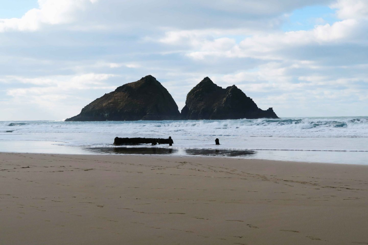 holywell bay rocks owned by the national trust in cornwall