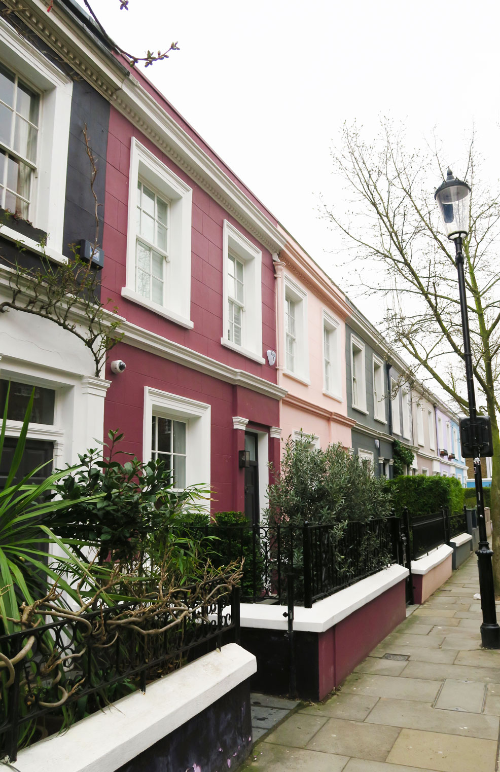 notting hill street of beautiful houses