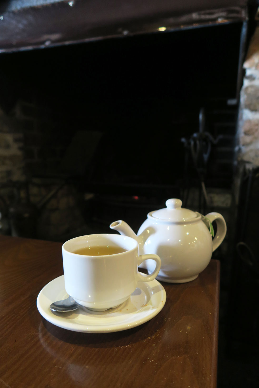 pot of green tea in cornish pub near mount edgcumbe
