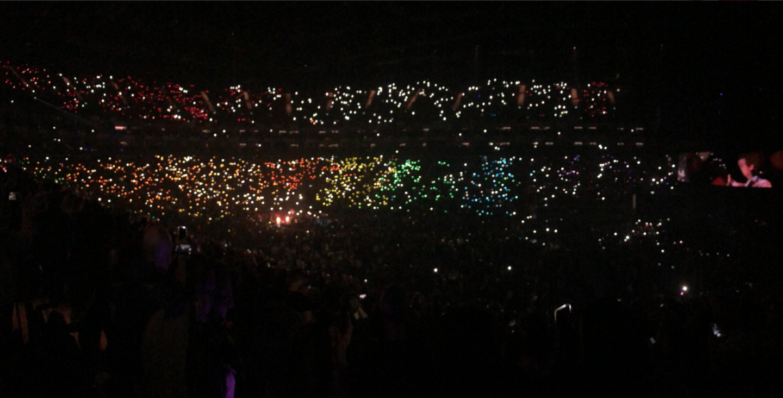 harry-styles-o2-rainbow-lights