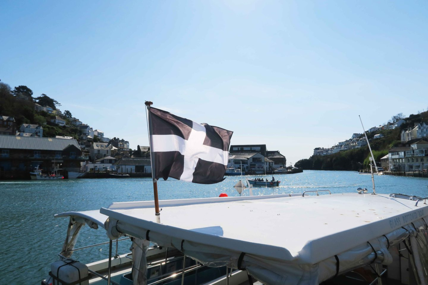 cornish flag on boat in looe river in cornwall