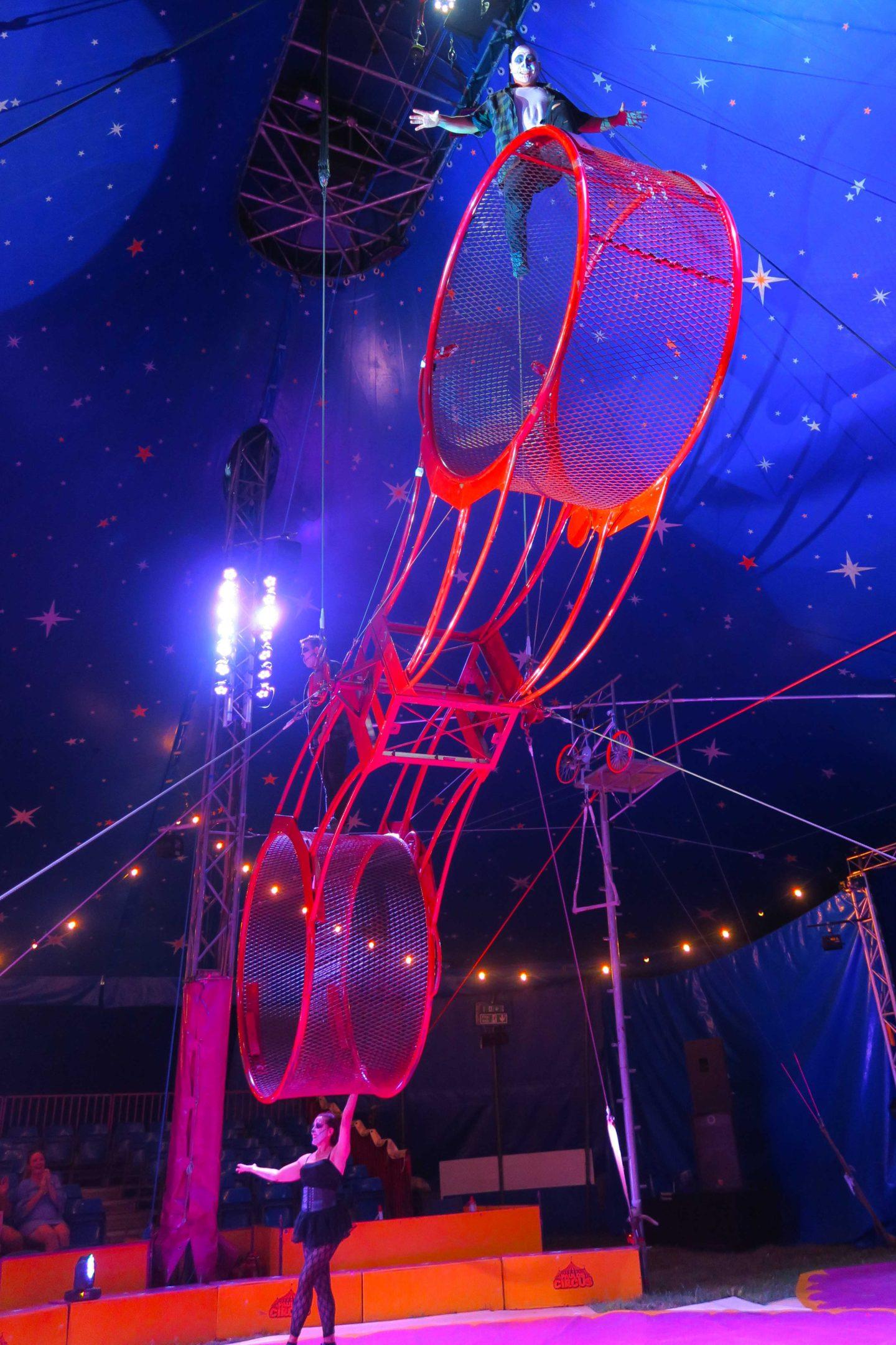 paulos circus cage