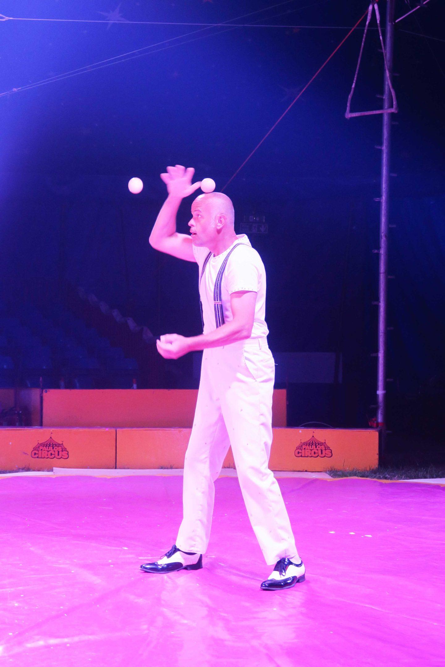 paulos circus juggling