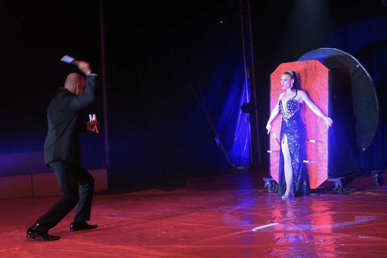 paulos circus knife throwing