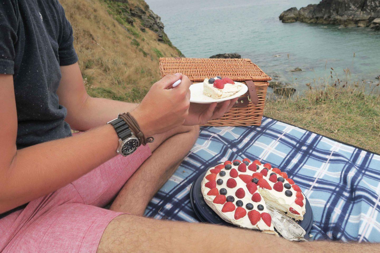 lundy picnic berry pavlova
