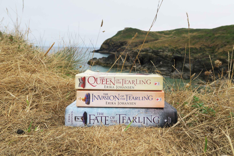 the queen of tearling erika johansen fantasy summer read