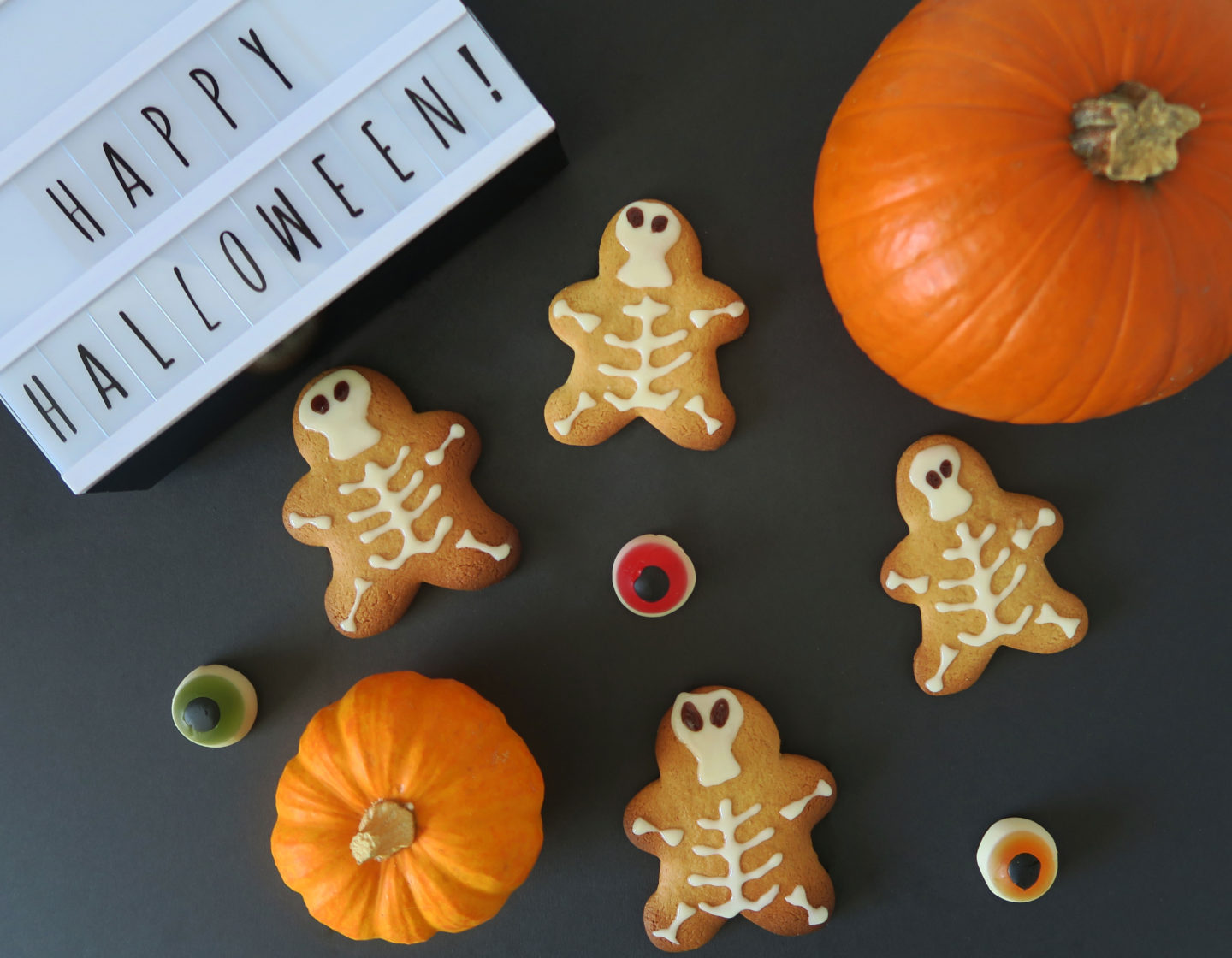 halloween skeleton gingerbread treats