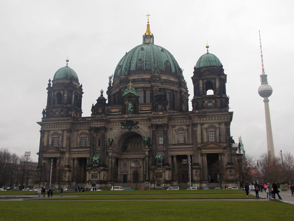 berlin cathedral in the day