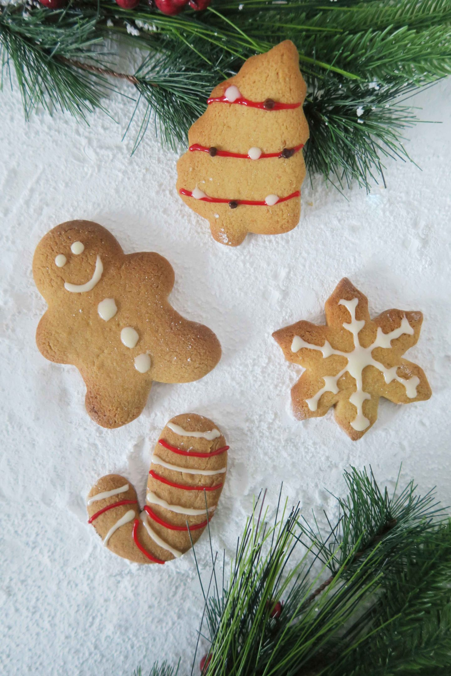 christmas-gingerbread-cookies-decorated