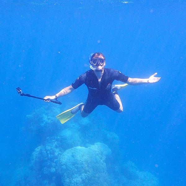 man snorkelling in the great barrier reef in australia