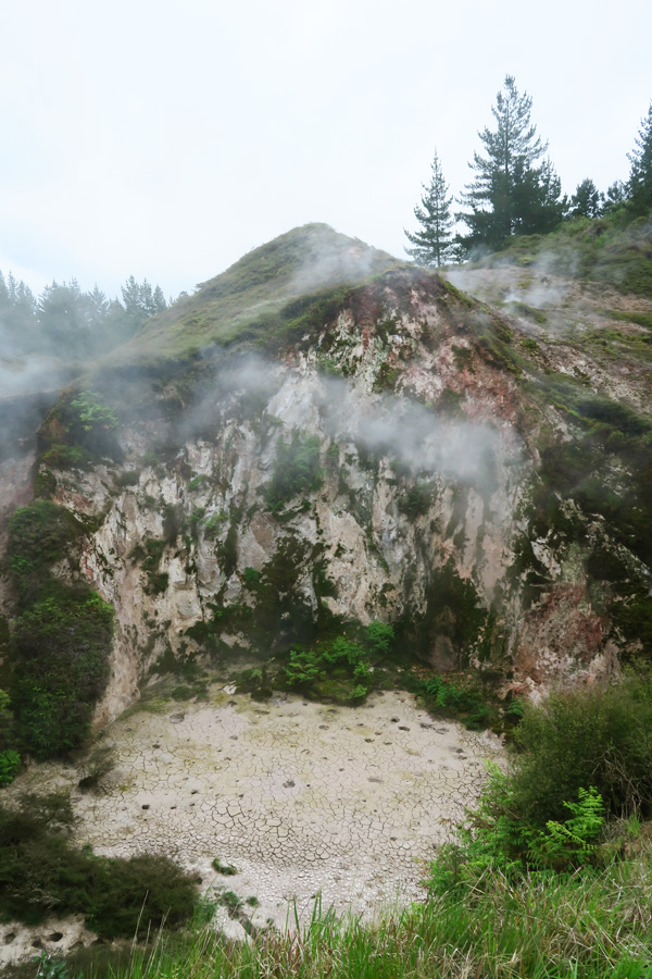 craters of the moon in new zealand