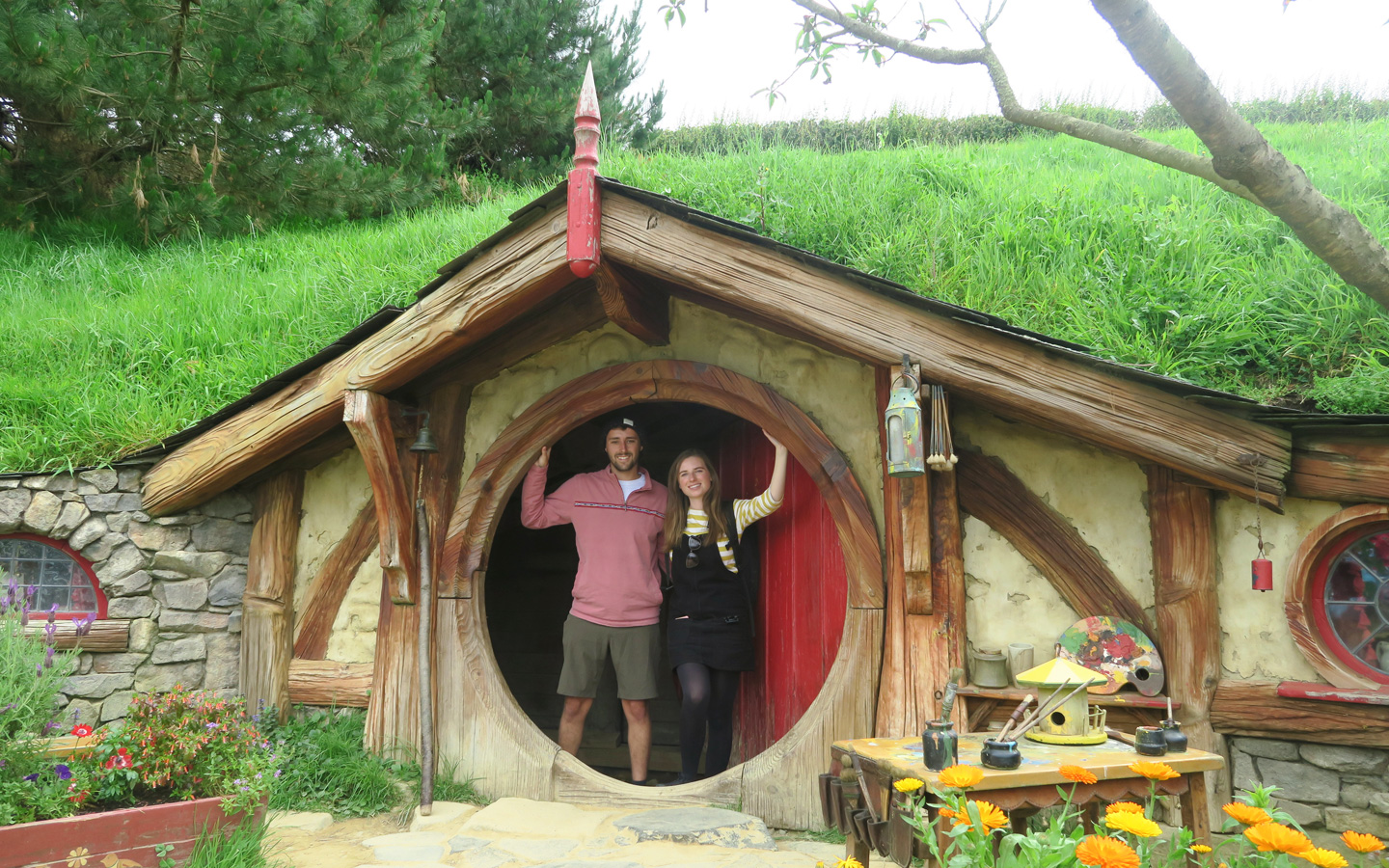 melissa carne and sam gill in hobbit house door in hobbiton