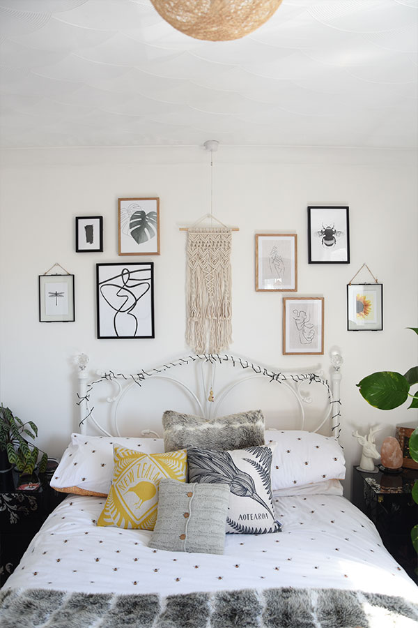 gallery wall in womans bedroom above the bed, bohemien style