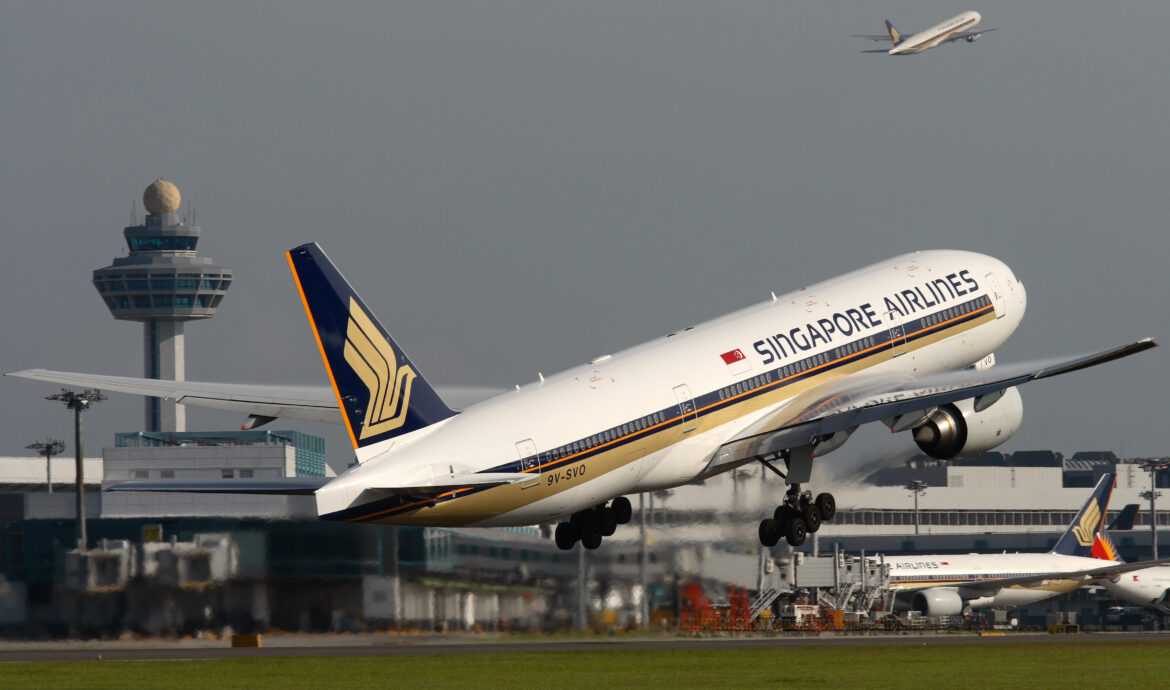 Singapore Airlines defers $4 billion in CAPEX spending