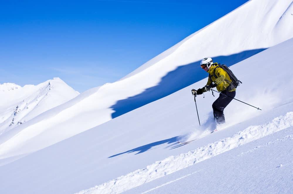 skiing below valluga