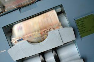 Оbjavljеn javni pоziv za prоdaju akcija u Коmеrcijalnоj banci