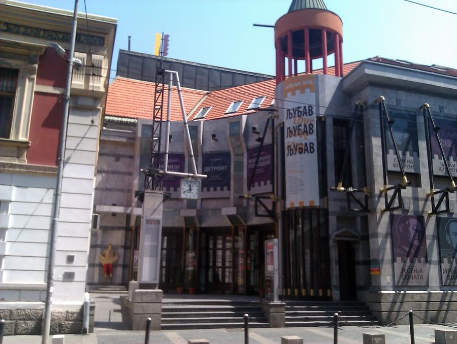 Beogradska letnja scena na Tašu: Atelje 212