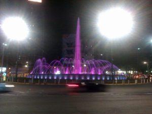 """Danas i sutra Narodna Skupština Republike Srbije, palata """"Albanija"""", Most na Adi i fontana na Slaviji svetleće roze bojom"""
