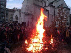 U nedelju paljenje badnjaka kod Hrama Svetog Save i Božićna liturgija