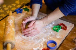 Narodni običaji : Božićna česnica počinje sa pripremom sa prvim zvonom crkve