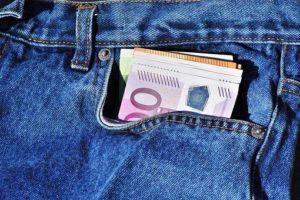 Prosečna neto zarada po zaposlenom u aprilu 49.117 dinara