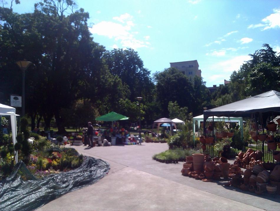 Izložba i prodaja cveća u parku Manjež